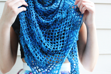 Monday's Find - Ella's Rhythm Shawl - Underground Crafter @countrywillow12